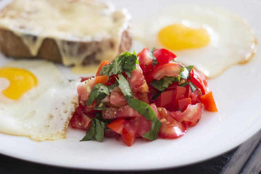 Jajka sadzone w pomidorze